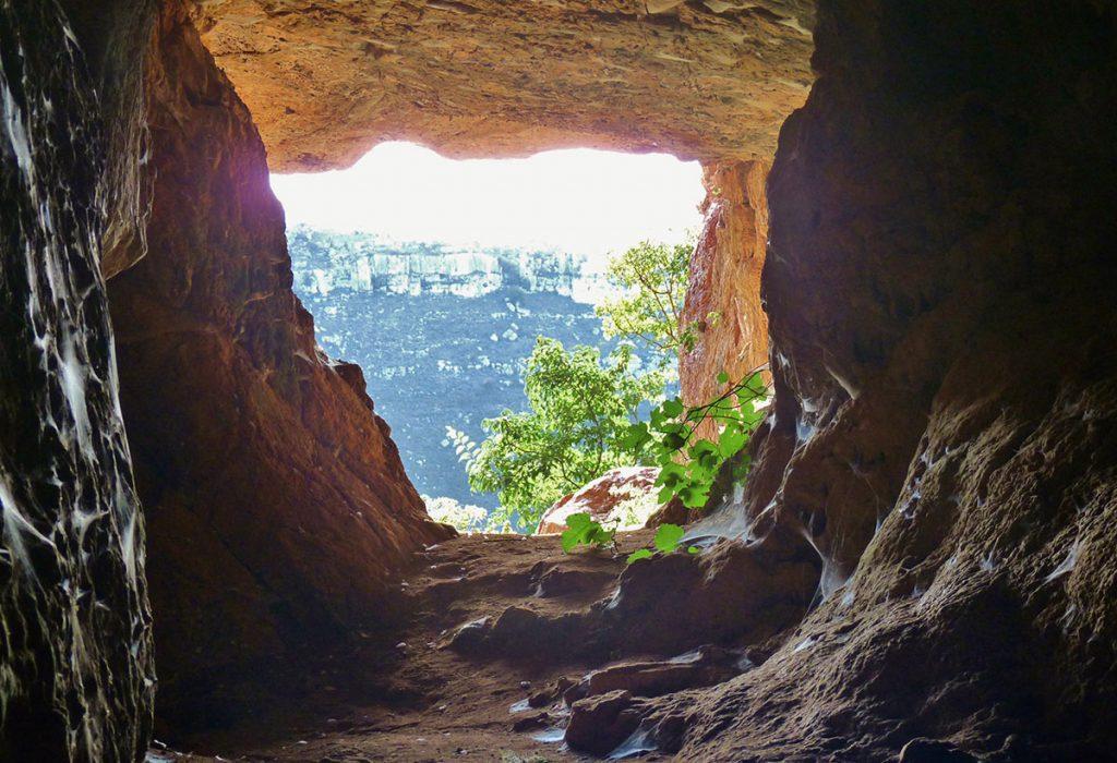 Grotta carsica sulla Murgia